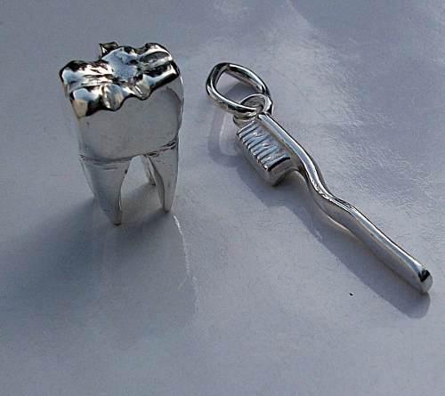 Dije Cepillo + Molar Grande Muela Dentista Odontologia Plata