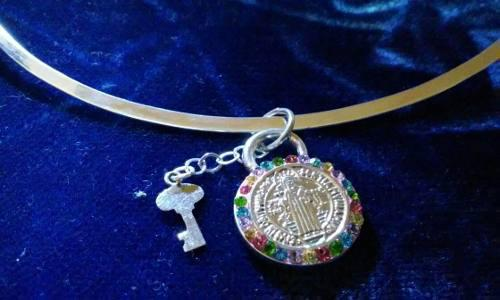 Dije Medalla De San Benito En Forma De Candado En Plata Fina