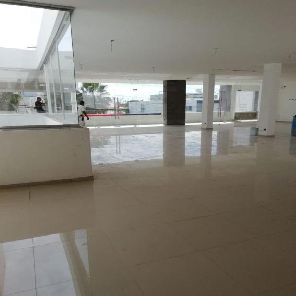 Local comercial en renta al Norte en los Bosques