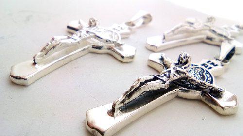 Poderoza Cruz De San Benito Con Cristo En Plata Solida.925