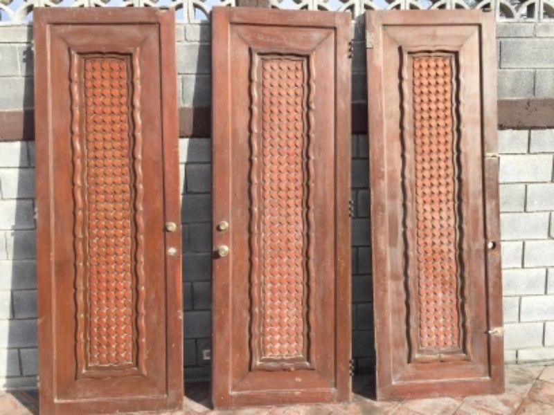 Puertas de madera solidas de encino.