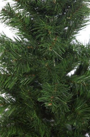 Árbol de navidad verde artificial usado en excelente