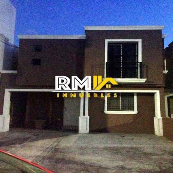 Casa en Renta en Cerradas de Santa Rosa, Apodaca