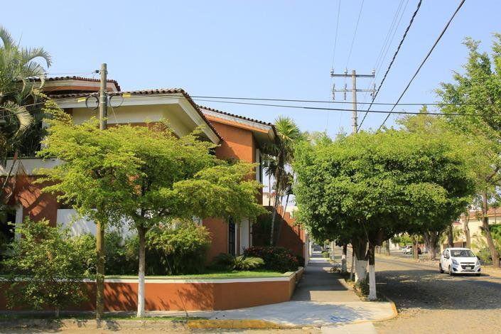 Casa en renta 3 recamaras, zona residencial en Colima