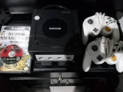 Game Cube Con 2 Controles Y Un Juego Original De Super Smash