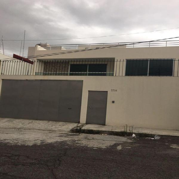 Amplia casa remodelada 3 rec cada una con baño, Villa