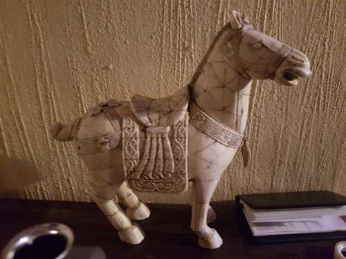 Escultura De Caballo Hecho De Hueso