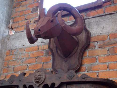 Escultura De Cabeza De Borrego Hierro Madera Estilo Antiguo