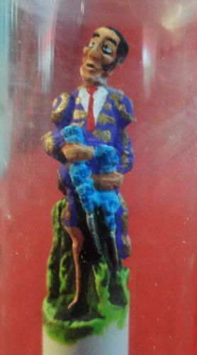 Escultura De Torero En Gis Y Capelo Pequeña Tauromaquia