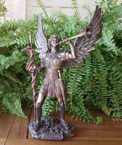 Escultura Del Arcangel Gabriel Acabado En Bronce De 33cm