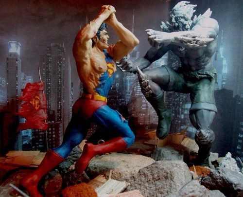 Escultura La Muerte De Superman Vs Doomsday Dc Comics Liga