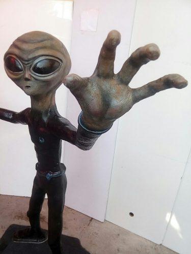 Extraterrestre Alien 1.50m De Altura De Fibra De Vidrio