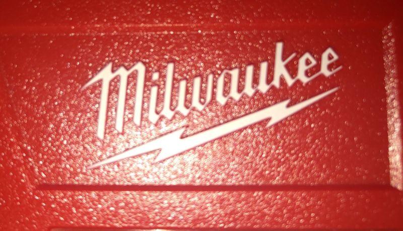 Kit Taladro -Destornillador marca MILWAUKEE 12M. Incluye
