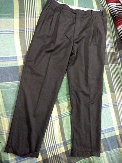Pantalón de vestir talla 38 de hombre en buen estado, se