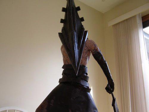 Pyramid Head Figura Opalina Armar Cabeza De Piramide 60cm