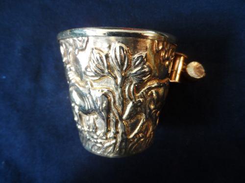 Vaso De Bronce Con Acabado En Dorado Griego Con Figuras