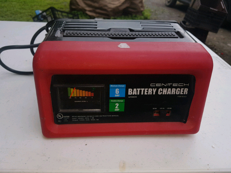 Cargador de baterias 6 y 12 volts.