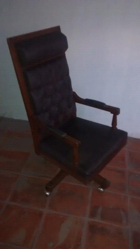Hermoso sillon antiguo de madera fina $