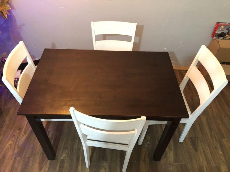 Comedor madera 4 sillas acolchonadas