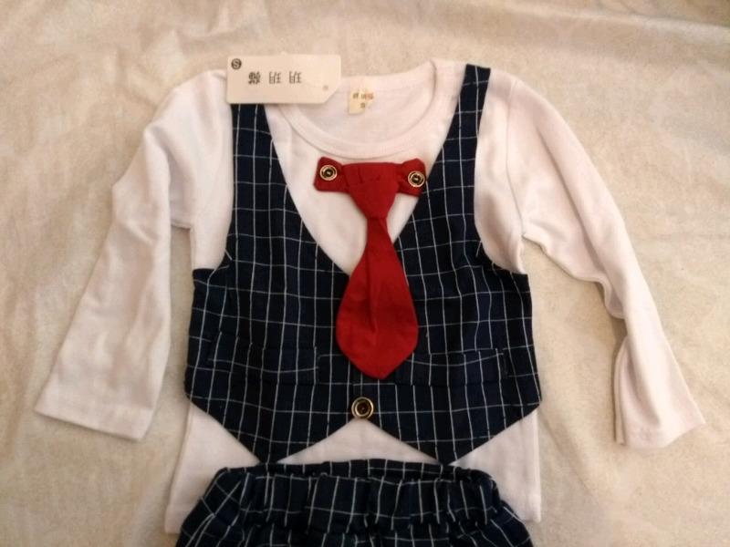 Traje de bebe nuevos con corbata y pantalon