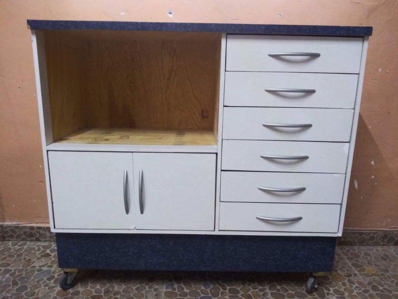 Mueble para esterilizador dental en color blanco y azul con
