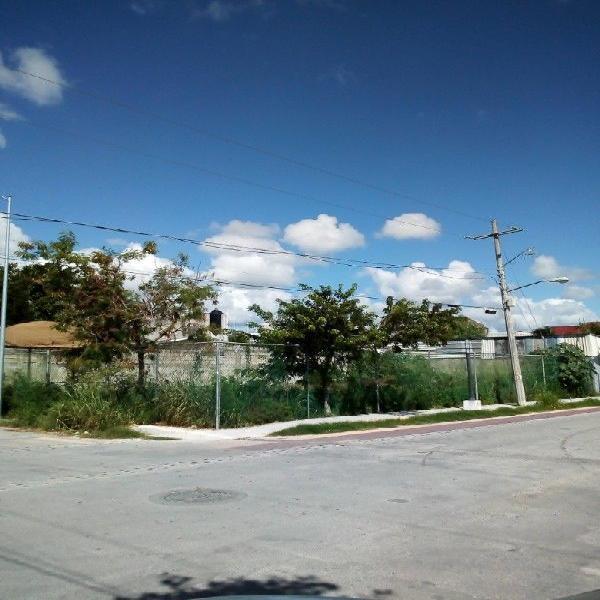 Terreno en esquina Col Bellavista/ Cerca Centro Maya