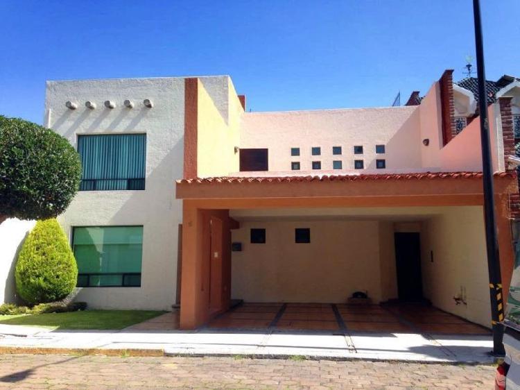 Amplia casa en renta de 3 recámaras en Calzada Zavaleta,