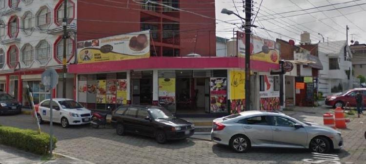 Local en esquina cerca de plaza Dorada a un lado de la UDAL