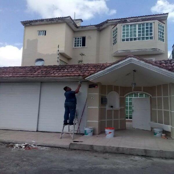 Se vende casa en SANTA FE de 6 recamaras y 5 baños.
