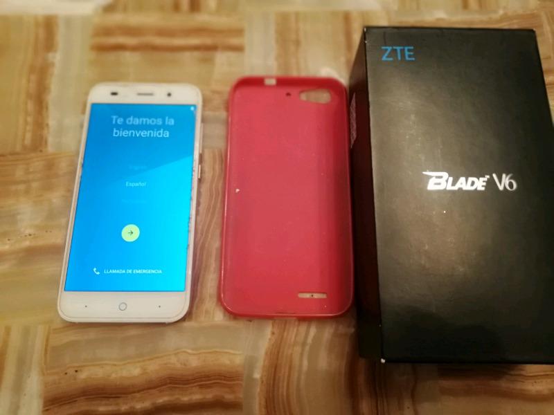 Teléfono celular smartphones ZTE blade v6 con detalle