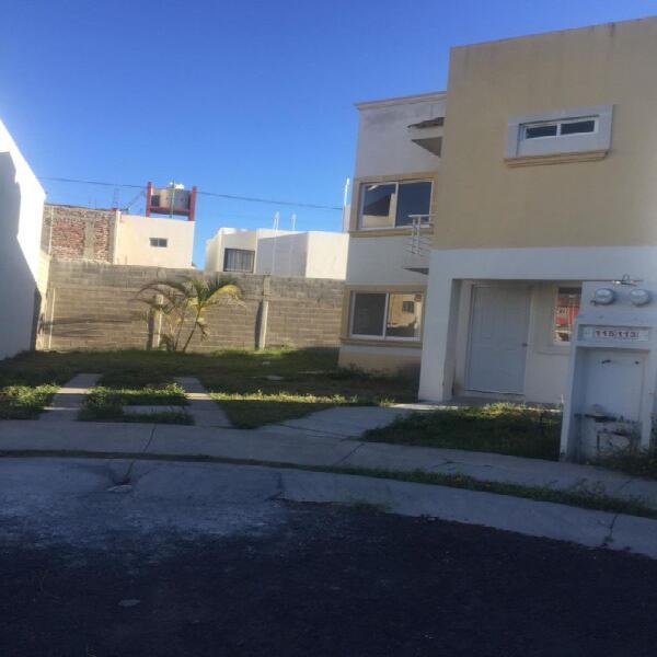 Rentó casa en privada $4,000 en gran hacienda celaya Gto