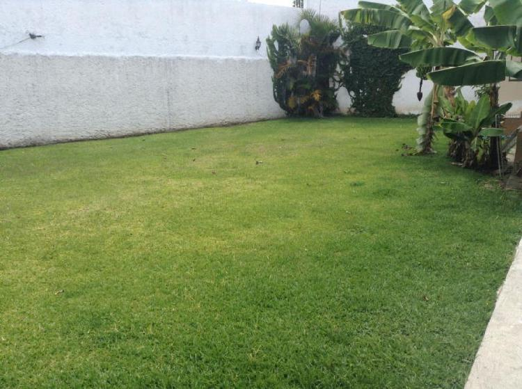 Se vende casa de un piso con jardín en Fraccionamiento