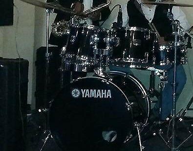 Batería Yamaha con platillos