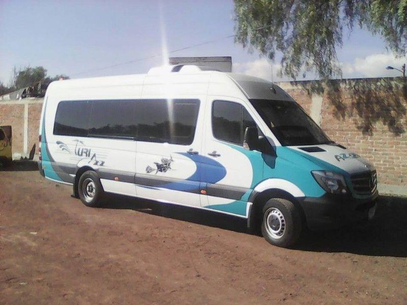 Renta de camioneta 20 pasajeros con chófer