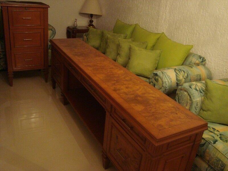 Muebles para oficina con chapa de raíz