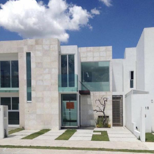 Casa en Renta en Lomas De Angelopolis 2 a 3 min de