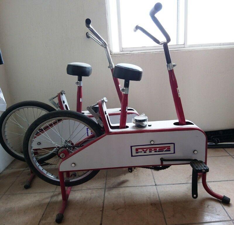 Bicicleta fija para ejercicio