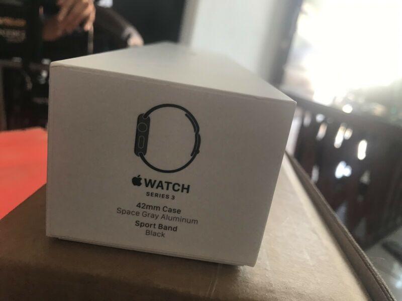#guachisstore Apple Watch series 3 space gray aluminum 42mm