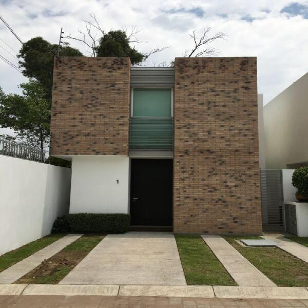 CASA EN RENTA, ZONA LA CARCAÑA, $ 13,000 PESOS, HERMOSA