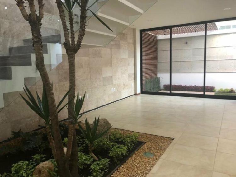 Casa nueva en venta en Altozano, acabados de lujo y diseño