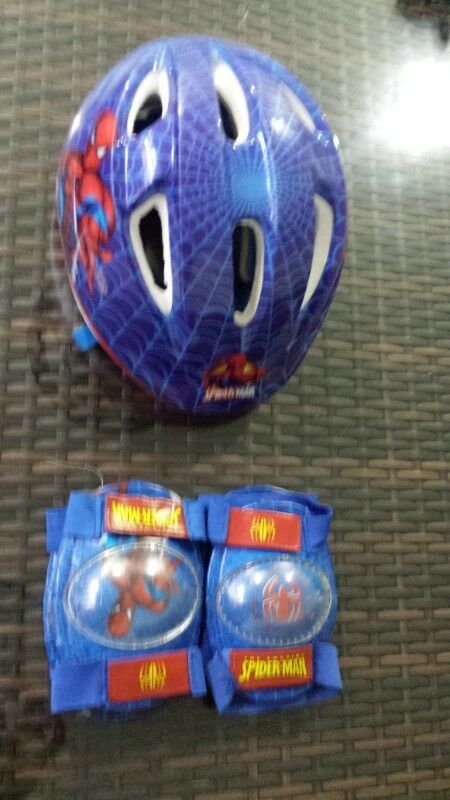 casco infantil para bicicleta hombre araña USADO