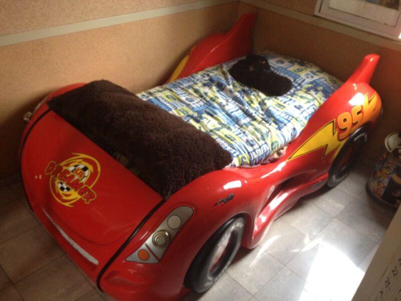 Increíble base para cama tipo Carro Rayo MacQueen