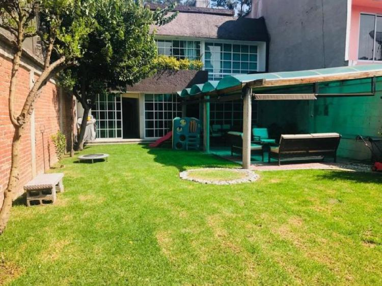 Av. San Lorenzo, Casa Sola en Venta