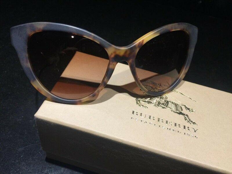 Estrena lentes de moda marca BURBERRY