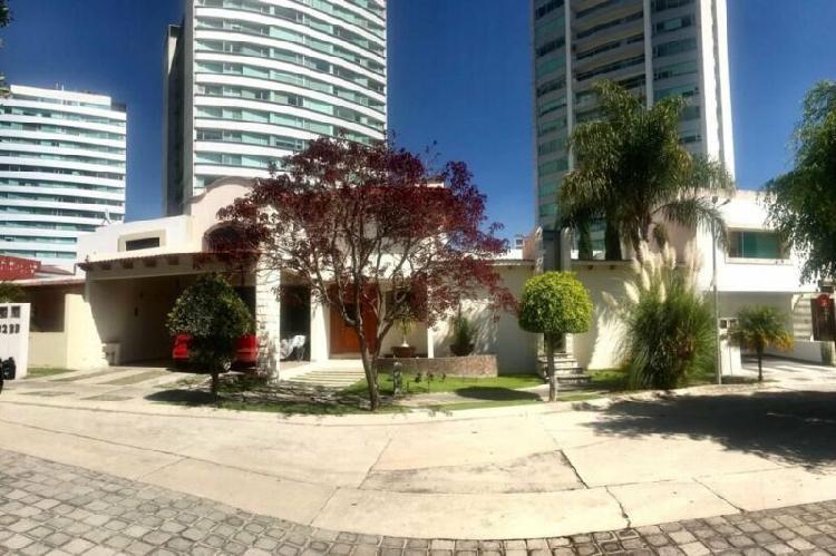Casa amueblada en renta sobre Atlixcayotl, San Andres