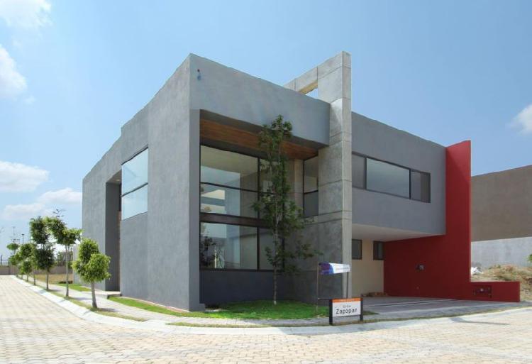 Casa en Venta de 4 recámaras y roof en Venta en Parque