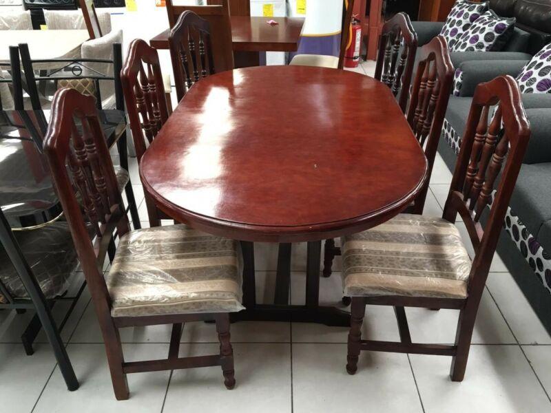 Comedor de 6 sillas en madera muy bonito