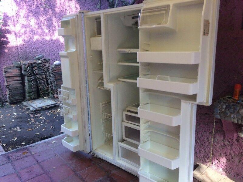vendo refrigerador Maytag dos puertas todo le funciona es