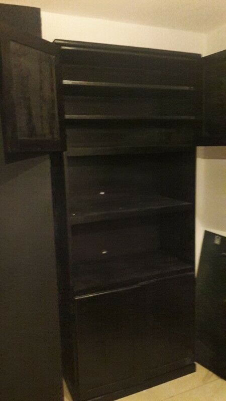 Closet de madera solida, para microondas