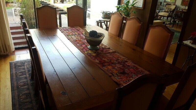 Mesa de comedor con 10 sillas